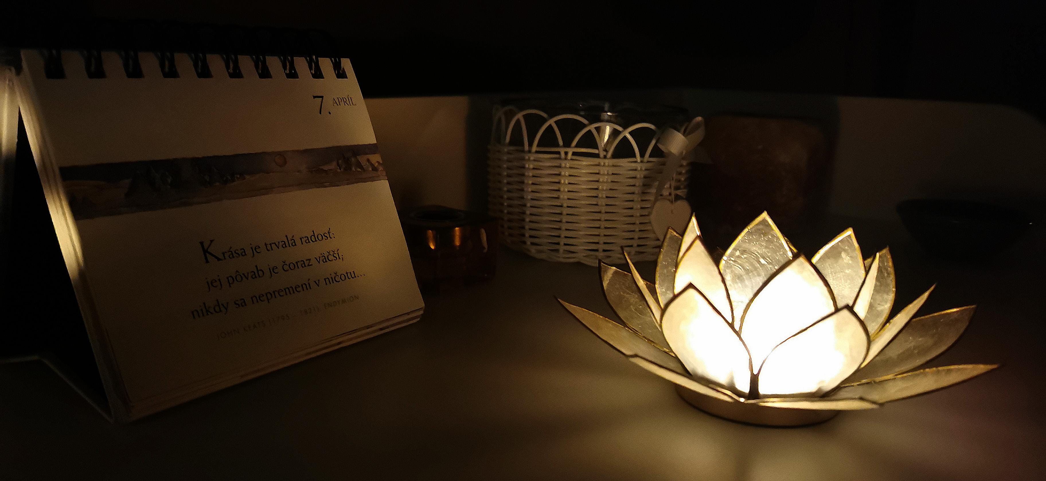 Lotosový svietnik - prírodný - zlatý